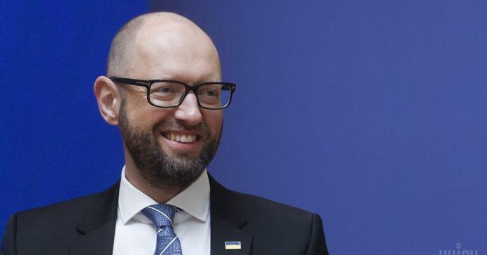 Яценюк стал плагиатором года из за его диссертации