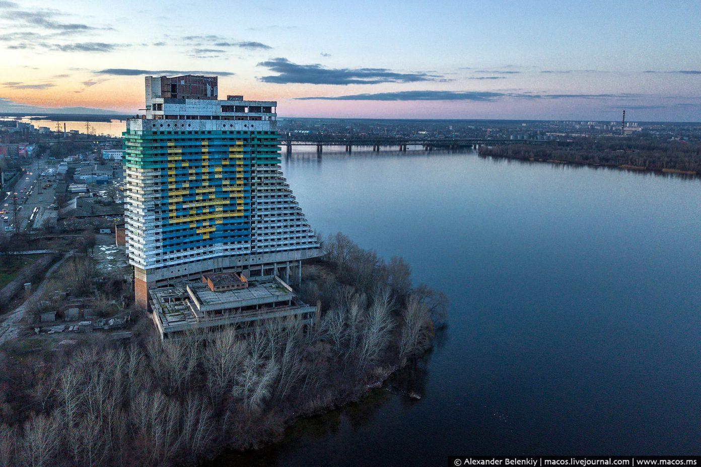 Украина близка к тому, чтобы окончательно потерять свою главную реку - Днепр. Скоро Киеву придётся питьевую воду у России брать